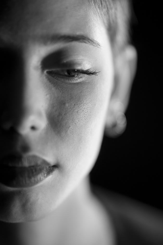 close-up-da-mulher-triste_1122-1479.jpg